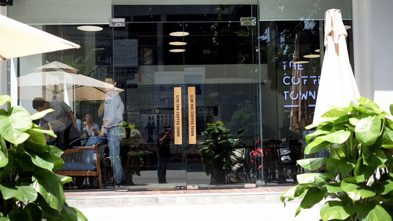 hình ảnh thực tế tại dự án quán cafe the coffee town quận 7 tphcm