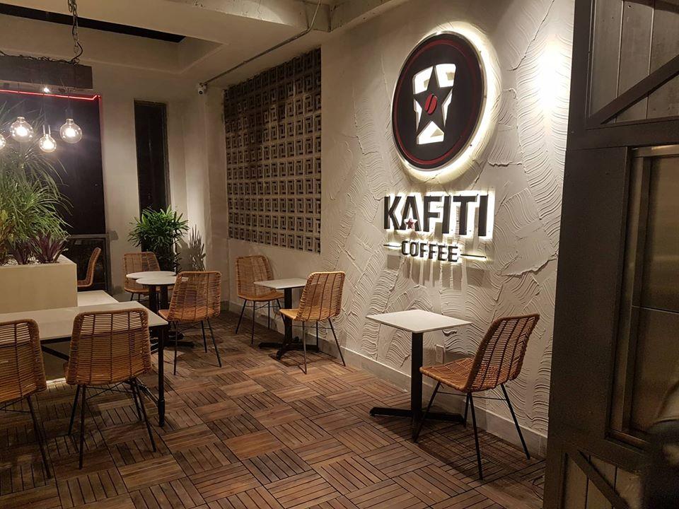 bộ bàn ghế nội thất độc đáo trong quán kafiti coffee
