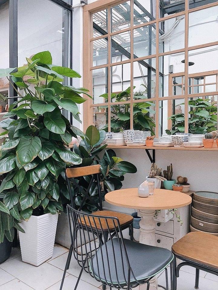 bàn ghế nội thất quán cafe farmer garden sử dụng